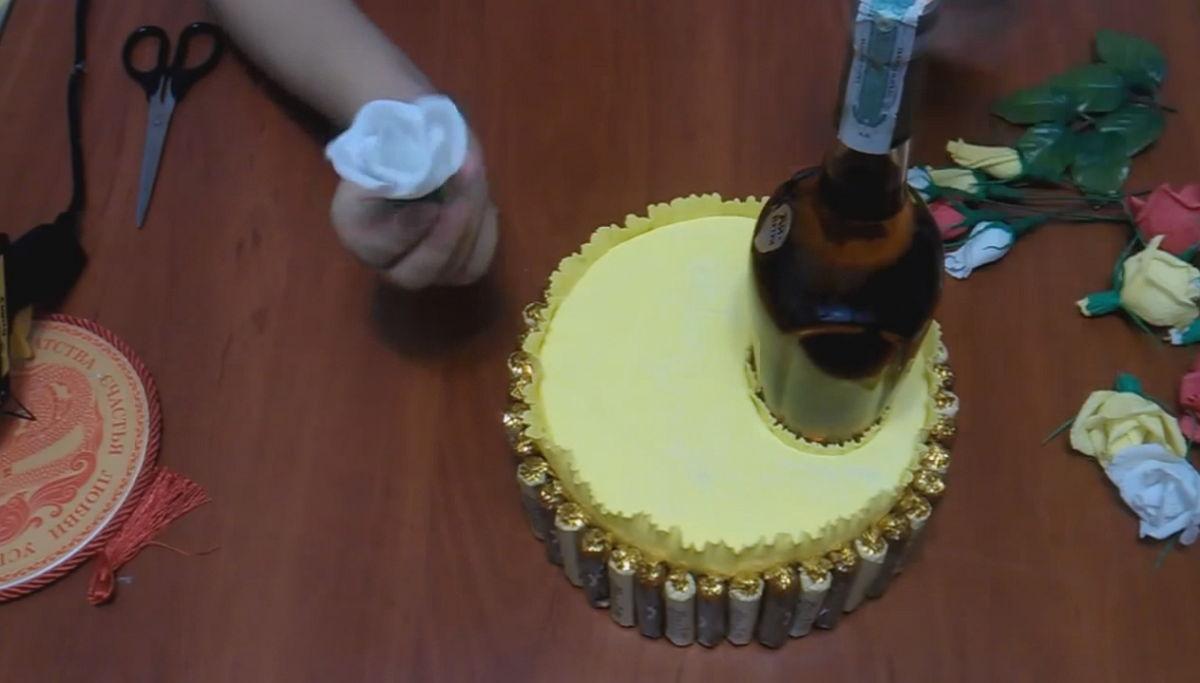 Торт своим руками из бутылок 629